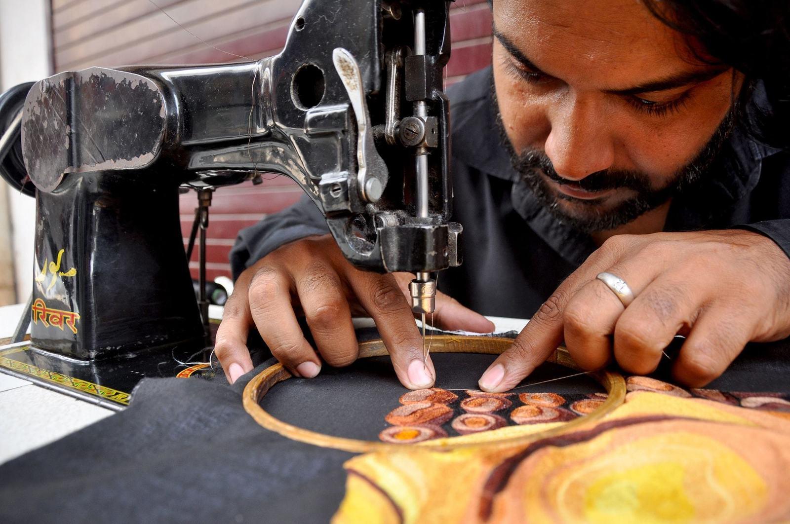 Художник вышивает потрясающие картины с помощью швейной машины | Пикабу