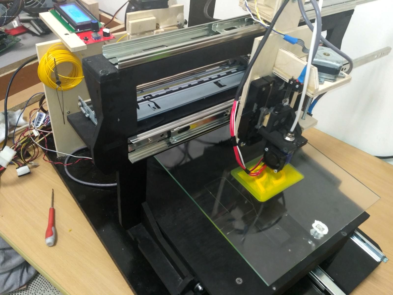 Самодельный 3D-принтер из старых принтеров и фанеры