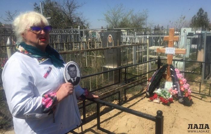 Жительница Актау обнаружила свежую могилу на месте захоронения отчима Кладбище, Беспредел, Актау, Ходячие мертвецы