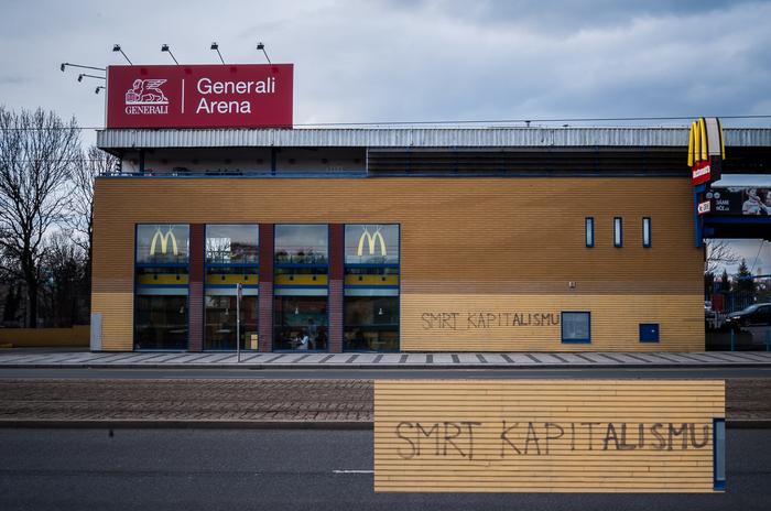 Идеальное место Макдоналдс, Протест, Граффити, Прага