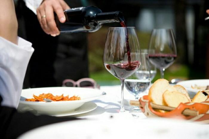 Популярные вопросы о вине: Зачем сомелье дает пробовать вино в ресторане? Вино, Дегустация, Сомелье, Алкоголь, Длиннопост
