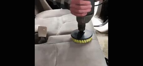 Как быстро почистить автомобильные сиденья