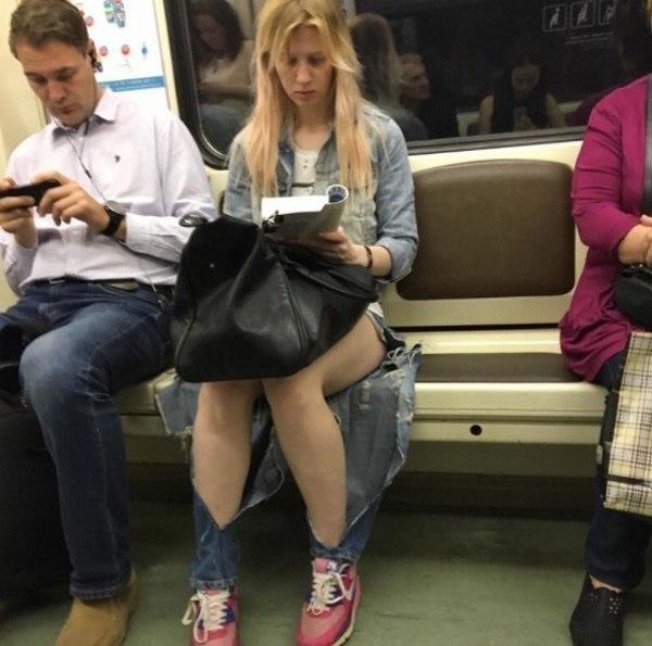 Две девушки голые пизда джинсах — pic 1