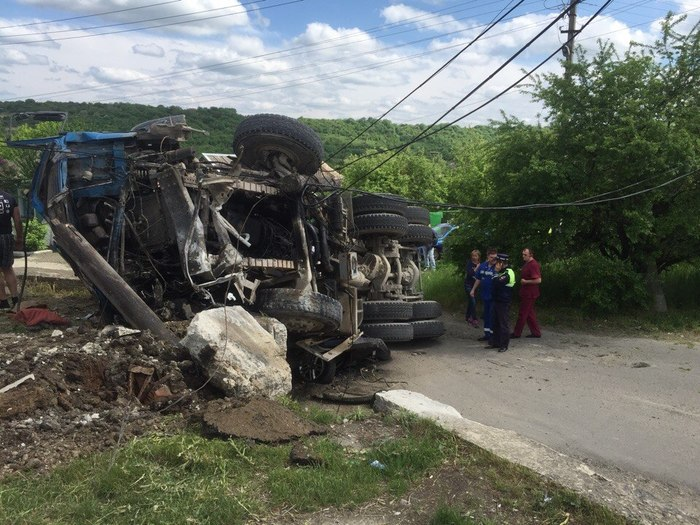 В Ставрополе бетономешалка упала на «Ниву» Кавказ, Ставрополь, ДТП, Бетономешалка, Длиннопост, Всмятку