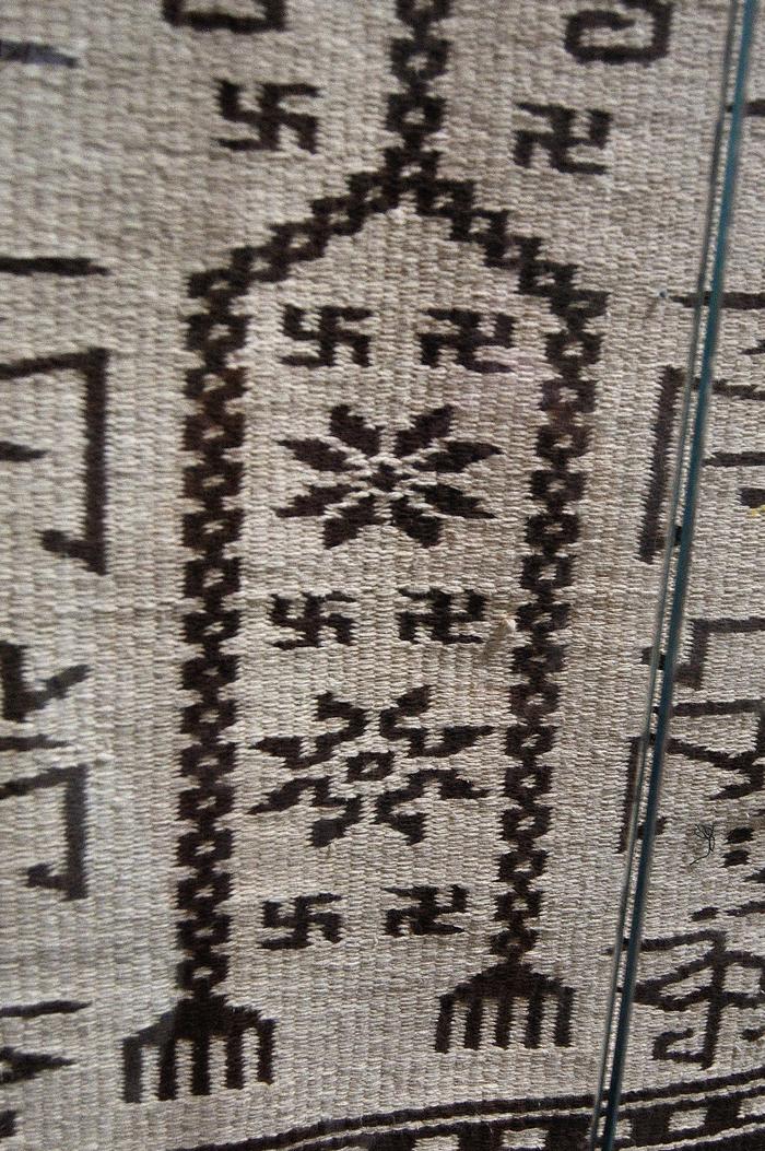 Ковры со свастиками. Иран Свастика, Ковер, Иран, Музей, Длиннопост