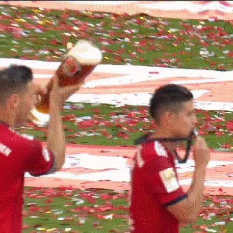 Пивка, бро?! Спорт, Футбол, Бундеслига, Бавария Мюнхен, Хамес Родригес, Пиво, Гифка