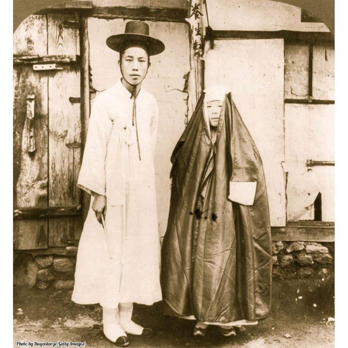 Молодой кореец с женой. Фотография, Корея, Молодожены, 1904