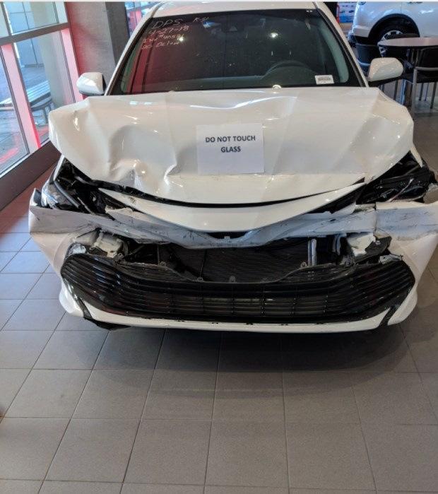 Дилерский центр Toyota выставил в шоу-руме уничтоженную Camry Toyota, Camry, Toyota camry, Авто, Drive2, Длиннопост