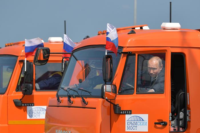 В ФСО объяснили, почему Путин не пристегнулся за рулем КамАЗа Президент, Президент России, Путин, Крымский мост открытие, Крымский мост, Длиннопост