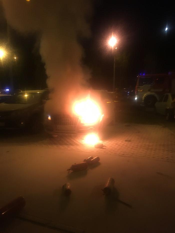 15 огнетушителей, так и не потушили. Санкт-Петербург, Audi, Пожар, Авто, Огнетушитель, Помощь, Мат