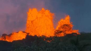 Лава на Гавайах лава, извержение, гавайи, вулкан, гифка
