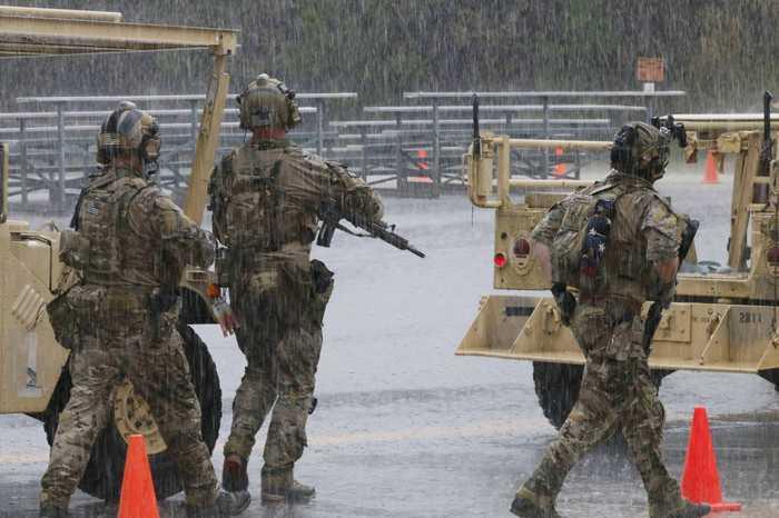 Зачем американские солдаты носят с собой флаги на спине? Милитари, Армия, США, Армия США, Традиции, MilitaryNews, Флаг, Флаги, Длиннопост