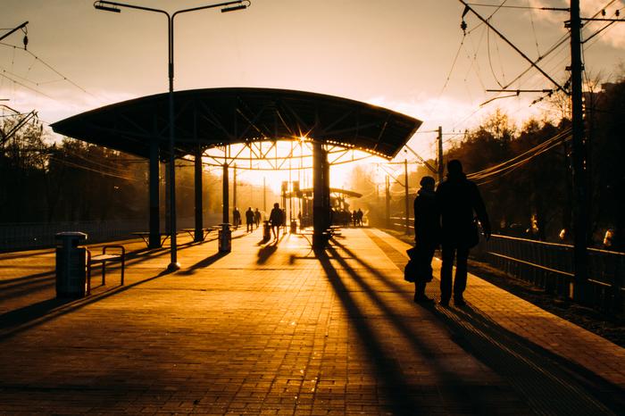 Утро на железнодорожной платформе Фотография, Железная Дорога, Платформа, Станция, Рассвет, Люди