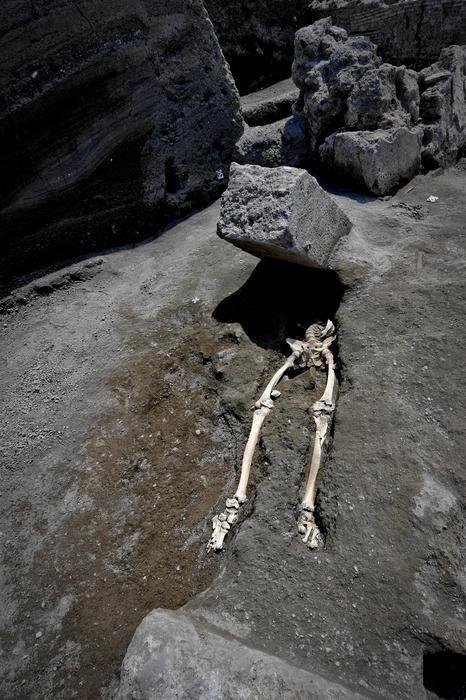 Не повезло Скелет, Помпеи, Извержение вулкана