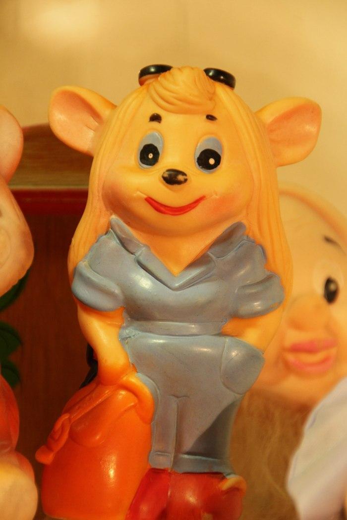 Баба Гая с Советского завода Гайка, Walt Disney Company, Детский мир, Игрушки, Странности