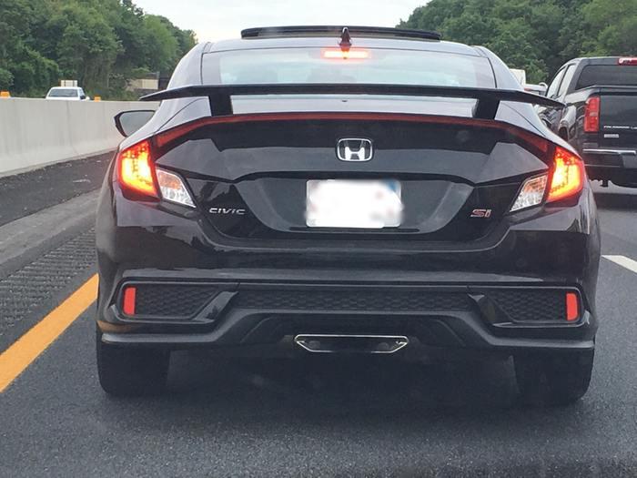 Этот автомобиль выглядит так, как будто он имеет вход HDMI
