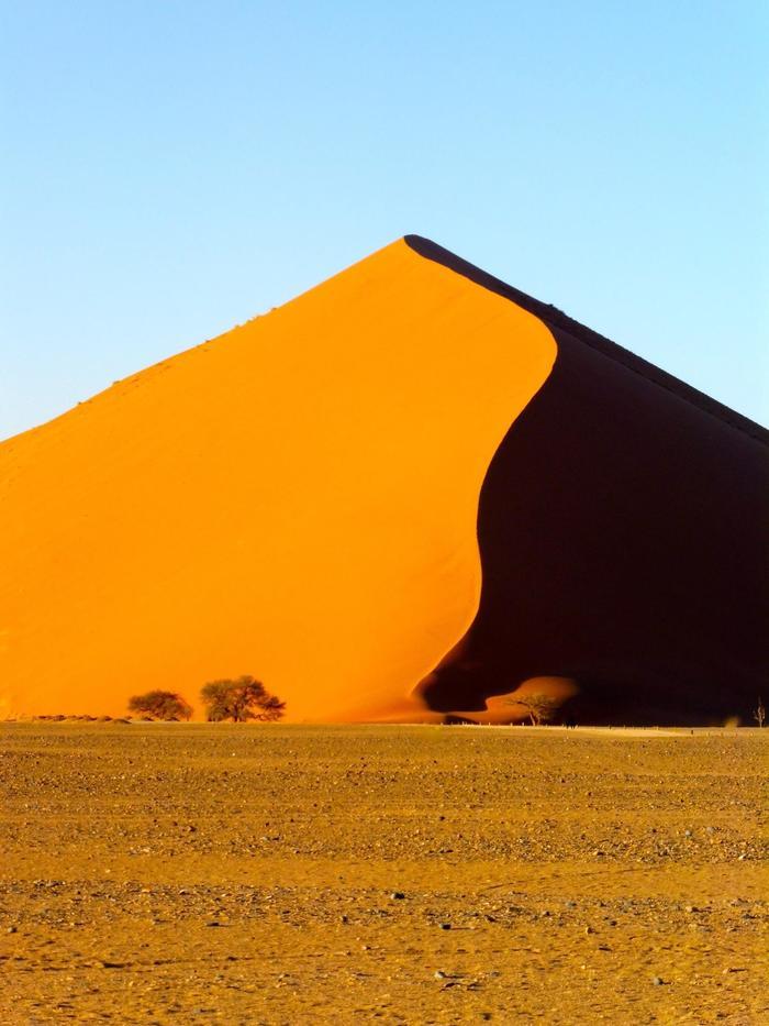 Рассвет на песчаной дюне, Намибия