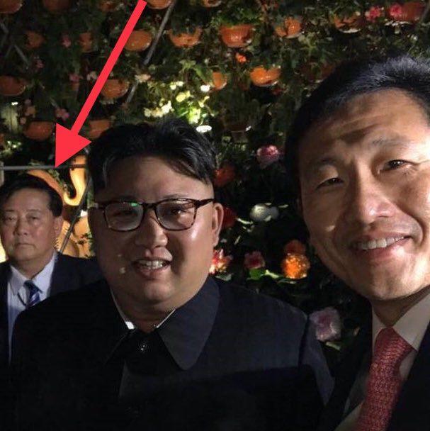 Тем временем Ким Чен Ын уже делает селфи с местными сингапурскими чиновниками Политики, Политика, ким чен ын, сингапур, instagram