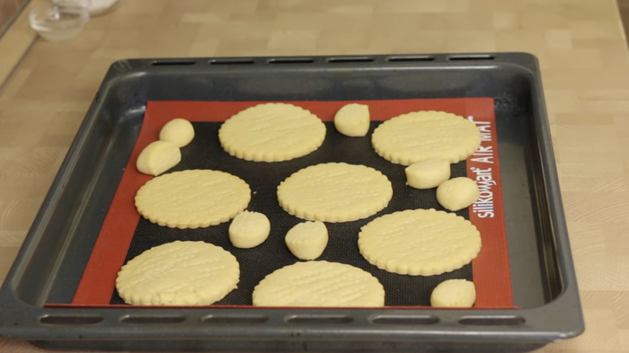 Пирожные безе по мотивам десерта «Павлова» десерт, пирожное, рецепт, видео рецепт, кулинария, еда, IrinaCooking, видео, длиннопост