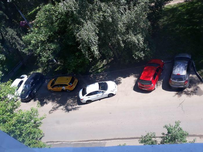 Учитесь, как надо правильно парковаться :-)