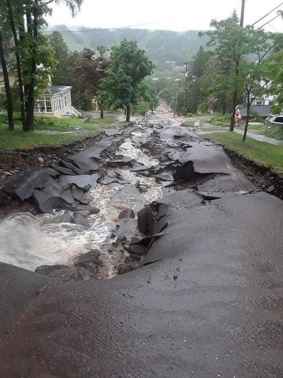 Улица в Мичигане после проливных дождей
