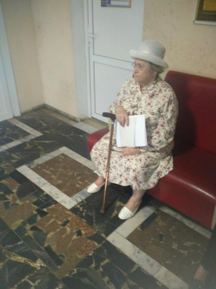 Ее Величество ждет приема у терапевта