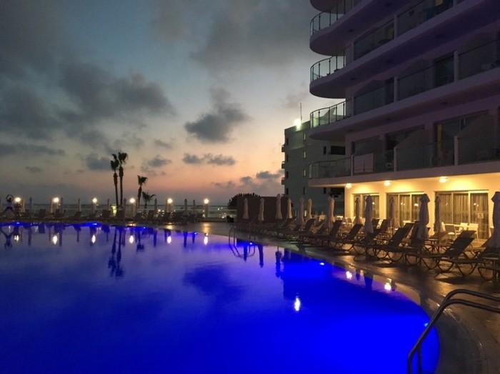 Танки на курорте. Кипр, Поле боя, Курорт, Оффроуд, Море, Длиннопост