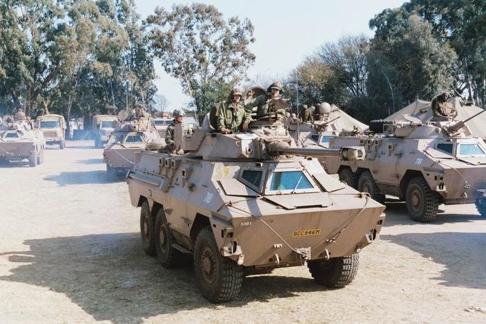 Бисмарк: колёсный танк ЮАР Бисмарк, ЮАР, Колесный танк, Длиннопост, Видео