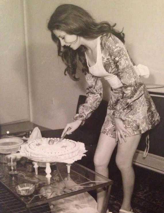 Девушка с тортом. Тегеран 1973