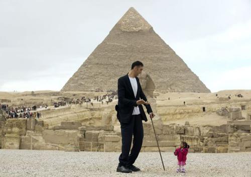 Самый высокий мужчина и самая маленькая женщина Гигант, Книга рекордов Гиннесса, Большой, Маленький, Египет, Турция, Мужчина, Длиннопост