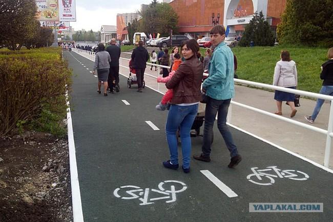 Наш мем с детской коляской на велодорожке Фотография, Велодорожка