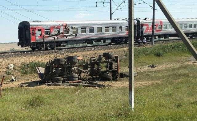Авария под Ростовом Поезд, Камаз, Авария, Есть погибшие