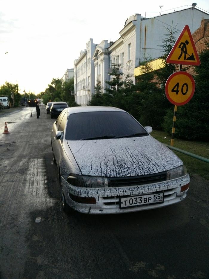 Дорожники залили битумом авто. Омск Омск, Ремонт дорог, Неудача, Парковка, Длиннопост