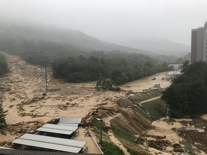 На Японию обрушился сильнейший ливень. Массовая эвакуация в Японии и последствия стихии Дмитрий Шамов, Япония, Ливень, Наводнение, Японцы, Природа, Видео, Длиннопост