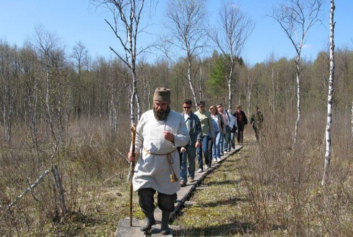 Польские туристы заблудились в заповеднике «Тропа Сусанина» Преемственность поколений, Панорама, Ирония, Туристы, Поляки, Заповедник, Костромская область, Фейк