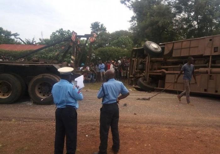 Автобус перевернулся из-за вонючего ботинка Автобус, ДТП, Кения, Вонь