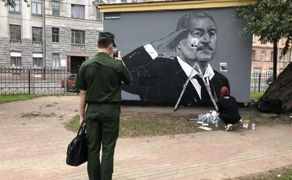 В Санкт-Петербурге нарисовали новое граффити Черчесова, отдающего честь Станислав Черчесов, Чемпионат мира по футболу 2018, Футбол, Граффити