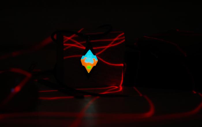 Fluid crystal Fluid crystal, Люминофор, Светящиеся амулеты, Амулет из дерева, Рукоделие без процесса, Резьба по дереву