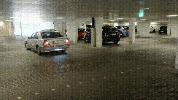 Самый качественный в мире немецкий датчик парковки гифка, авто, Германия, парковка, девушки, кларнет, парктроник, reddit