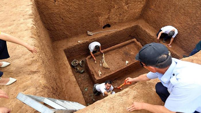 Лошади, бронза и саркофаги: в Китае обнаружили 2700-летний некрополь эпохи Вёсен и Осеней Археология, раскопки, Китай, захоронение, погребальный комплекс, лошадь, некрополь, скелет, длиннопост