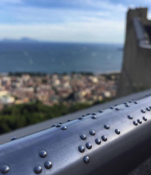 Неаполь , смотровая площадка Неаполь, Италия, Смотровая площадка, Шрифт брайля, Инвалид, Поручень, Забота