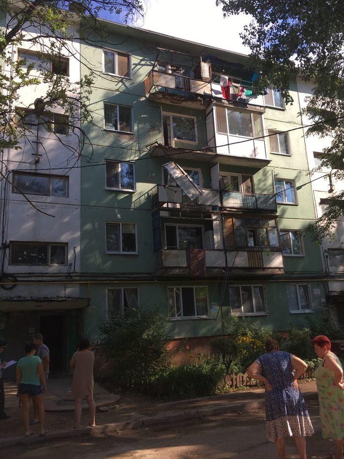 Мужчина погиб, пытаясь доказать, что его балкон разваливается Энгельс, Балкон, Саратов vs Омск, Смерть