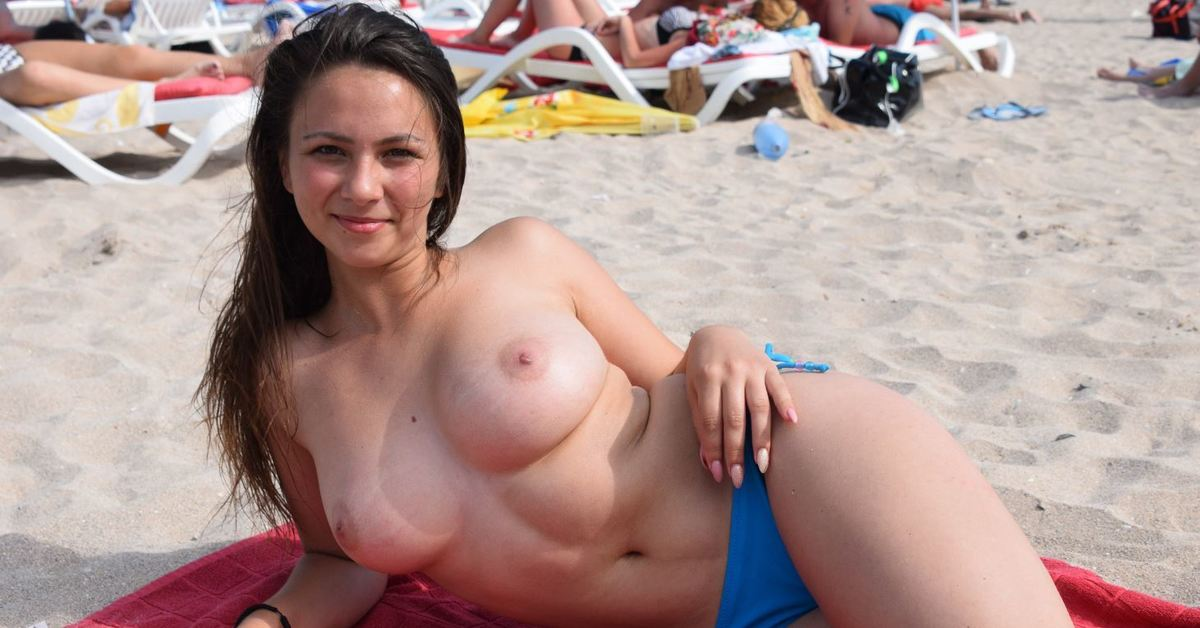 Amateur tits on the beach