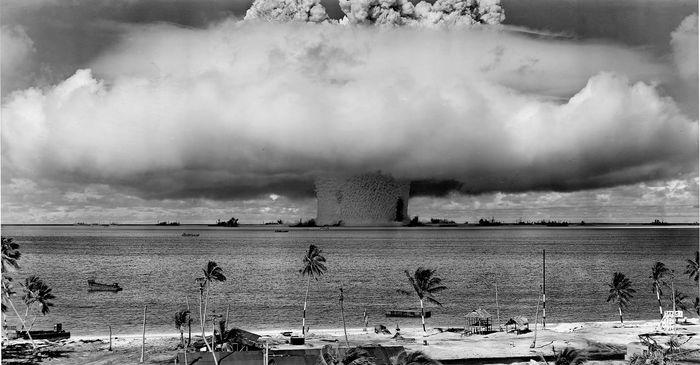О ядерных испытаниях 1946 года на атолле Бикини. Ядерные испытания, США, Атомная бомба, Термоядерное оружие, Видео, Дмитрий Пучков, Клим Жуков