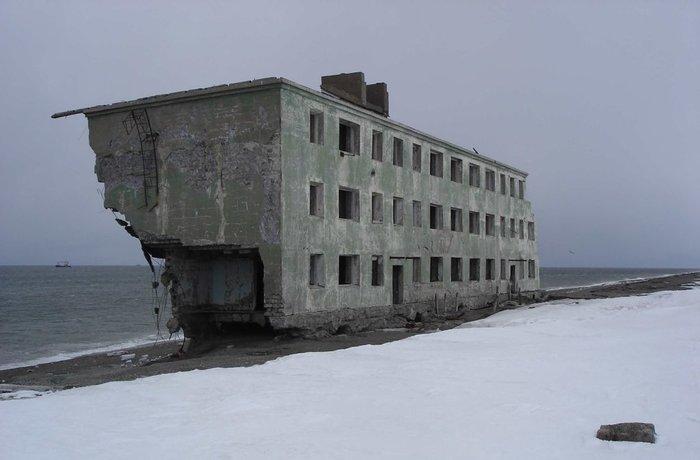 Недвижимость. Камчатка. Многоквартирный панельный дом с незабываемым видом на море. Дешево.