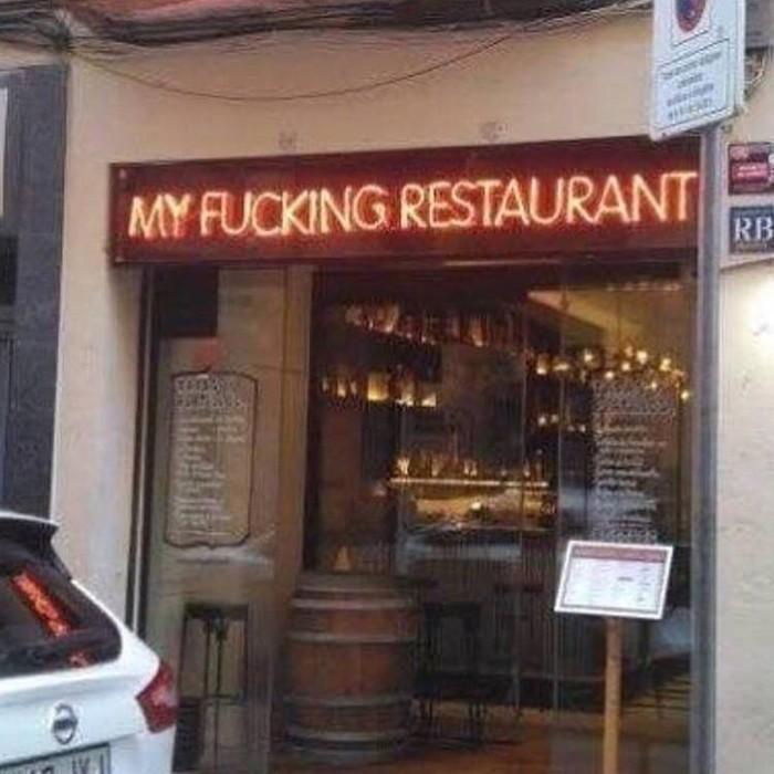 Наверное месяц прошёл в убыток Ресторан, Надпись