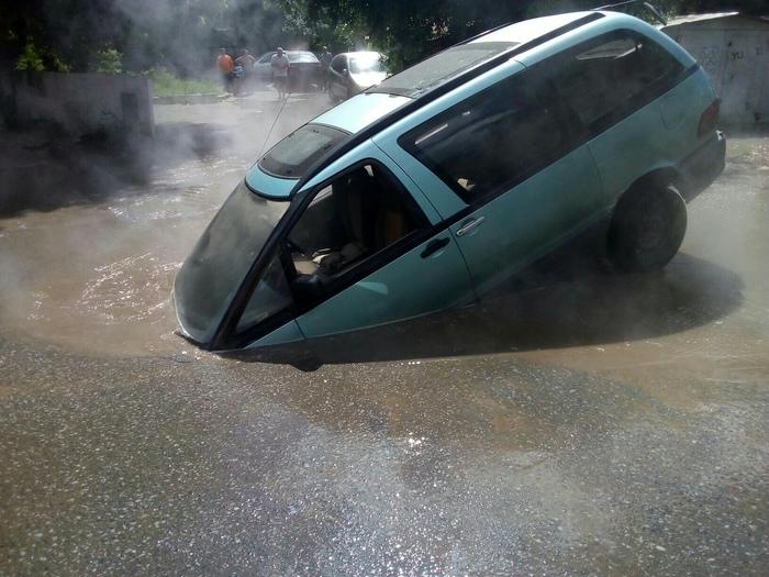 В Омске провалилось очередное авто Омск, Кипяток, Провал, Авто