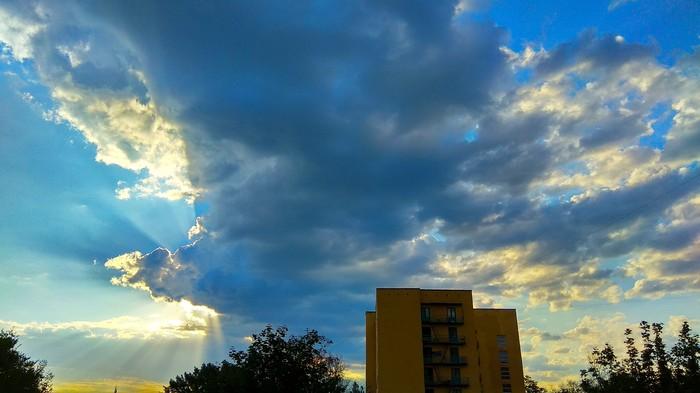 А из нашего окна птица с крыльями видна Фотография, Телефон, Небо