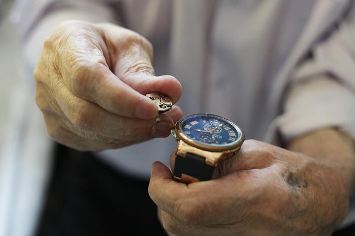 94-летний часовщик рассказал про свою судьбу, войну и хобби Старики, Часовщик, Часы, История, Мастер, Кавказ, Длиннопост