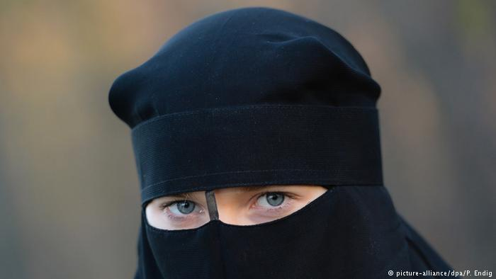 В Дании впервые наложен штраф за ношение никаба Общество, Европа, Никаб, Штраф, Женщина, Мусульмане, Дания, Deutsche Welle